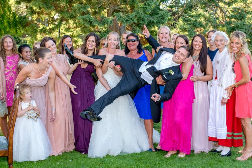 bröllopsglädje-brudgum-fotograf-agnetagelin